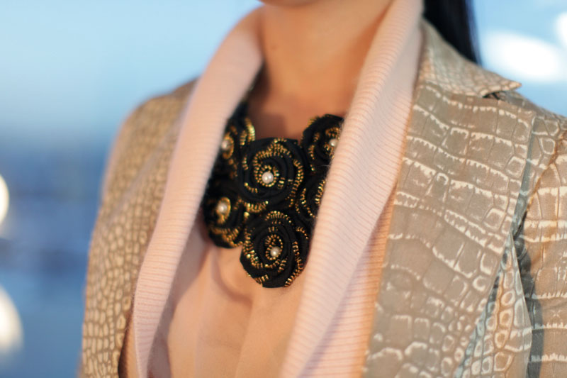 outfit-details-finger-clutch-big-ring