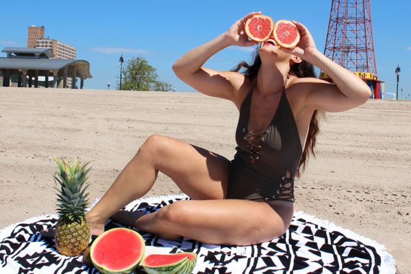 curvy-model-swimsuit-beach-photoshoot-11