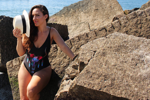 curvy-model-swimsuit-beach-photoshoot-19