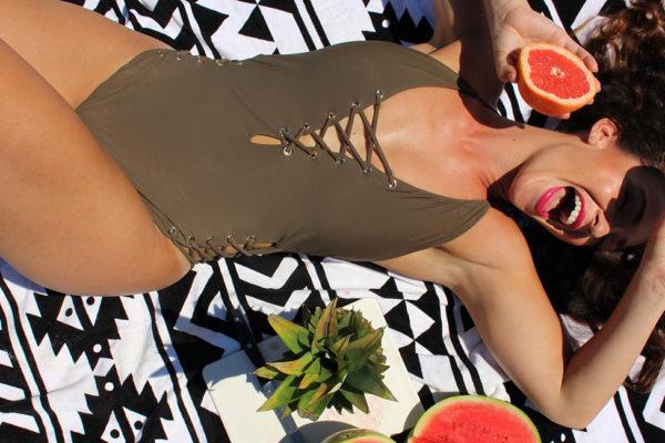 curvy-model-swimsuit-beach-photoshoot-3