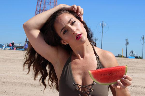 curvy-model-swimsuit-beach-photoshoot-4