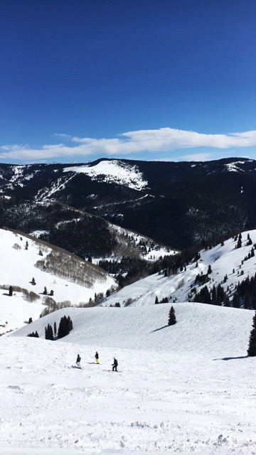 Vail-Colorado-us-burton-open-skiing-travel-blogger-8