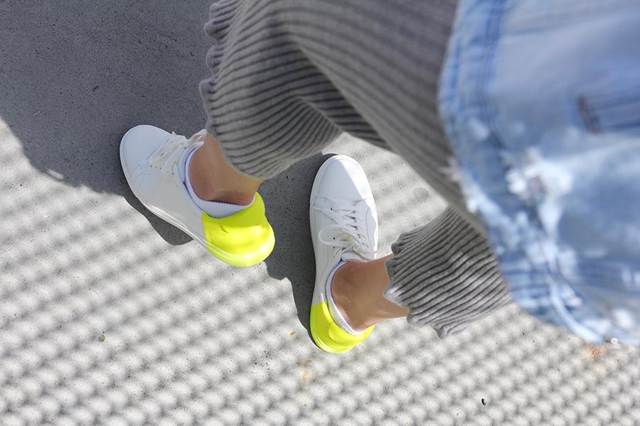tobi-clothing-oversized-denim-jacket-neon-sneakers-10
