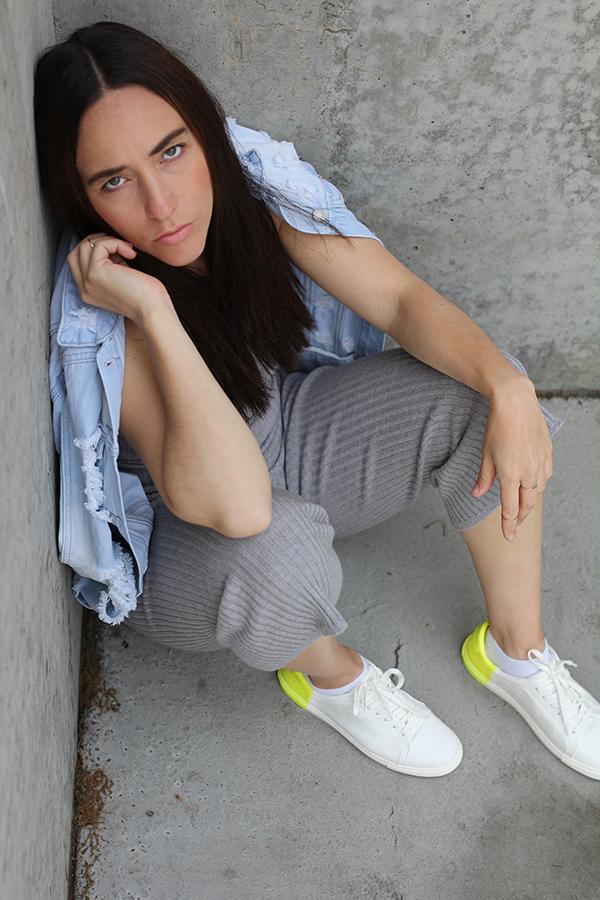 tobi-clothing-oversized-denim-jacket-neon-sneakers-13