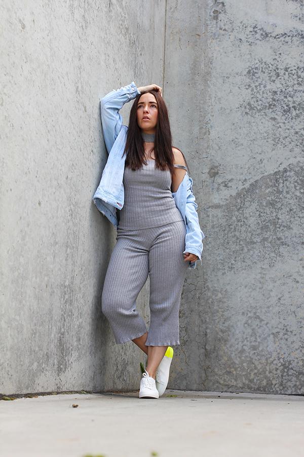 tobi-clothing-oversized-denim-jacket-neon-sneakers-15