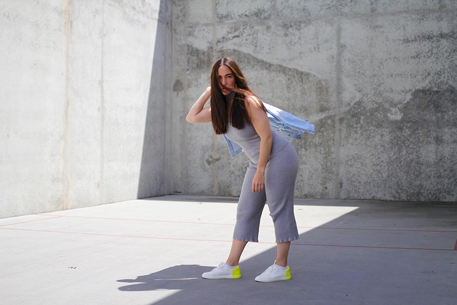 tobi-clothing-oversized-denim-jacket-neon-sneakers-6